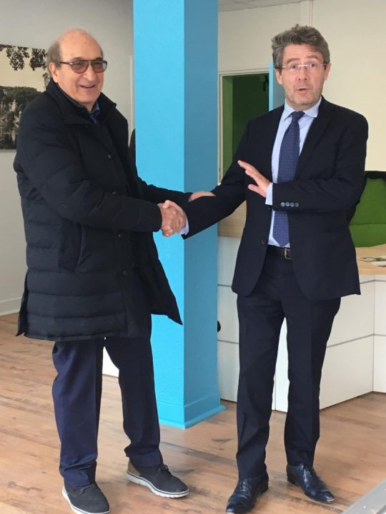 Journee portes ouvertes, Mr Hammel fait visiter les nouveaux locaux - en compagnie du maire Mr Audi